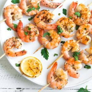 Shrimp skewers with honey and soya sauce marinade