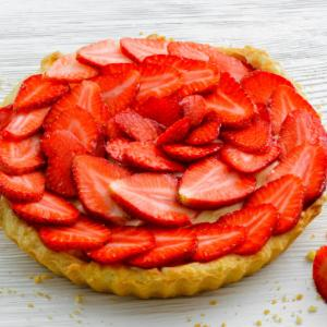 Healthy lactose-free fruit tart